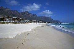 Läger skäller stranden Royaltyfri Bild