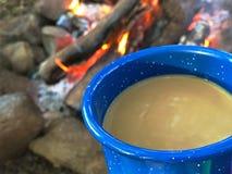 Lägereldkaffe Fotografering för Bildbyråer