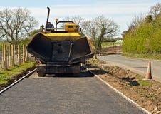 Lägga för grov asfaltbeläggningvandringsled Arkivfoto