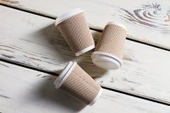 Lägga pappers- koppar för krusning Royaltyfria Bilder