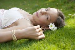 läggande ner av picknickståendeprofil Royaltyfria Foton