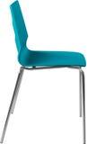 Lägger benen på ryggen plast- stol för turkosfärg med krom, den moderna formgivaren Stol som isoleras på vit bakgrund Arkivbild