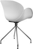 Lägger benen på ryggen plast- stol för vit färg med krom, den moderna formgivaren Stol som isoleras på vit bakgrund Royaltyfri Fotografi