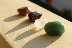 Läka kristaller som föryngrar under en solnedgång royaltyfri fotografi
