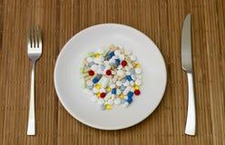 Läkarbehandlingmissbruk, medicin, preventivpillerar, kapslar Royaltyfri Bild