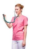 Läkare med stetoskopet i halva-avsnitt Arkivbilder