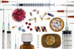 Läkarundersökning - injektionssprutor - droger Arkivbild