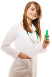 läkarundersökning Kvinnadoktor i labblag med injektionssprutan Royaltyfri Fotografi