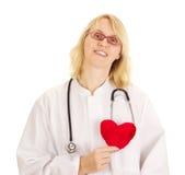 Läkarundersökningen manipulerar med hjärta Royaltyfri Bild