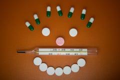 läkarundersökningen tablets termometern arkivfoton