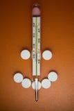 läkarundersökningen tablets termometern fotografering för bildbyråer