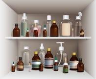 Läkarundersökningflaskor på hyllauppsättning Royaltyfria Bilder