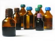 Läkarundersökningflaskor som isoleras på vit Royaltyfria Bilder