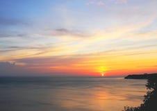 Lämna solen försiktigt avsked till havet Arkivfoton