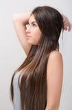 Lämnad tonårig blick för brunett Arkivfoto