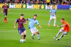 (Lämnade) Leo Messi, Argentinean F Spelare för C Barcelona, omkring att göra poäng ett mål mot Celta de Vigo på Camp Nou Arkivbild