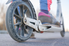 Lämplig stadssparkcykel med stora hjul Fotografering för Bildbyråer