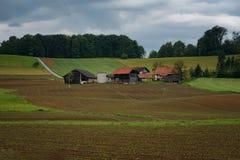 Ländliche alpine Landschaft mit slowenisch Dorf im Tal nahe blutete See am sonnigen Tag des Frühlinges slowenien Lizenzfreies Stockfoto
