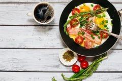 Ländliche Art des traditionellen Frühstücks Stockbilder