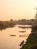 Ländliche Flussuferansicht von Thailand Stockbild