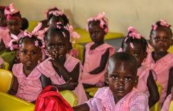 Ländliche haitianische Schulkinder stockfoto