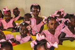 Ländliche haitianische Schulkinder stockbilder
