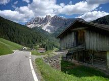 Ländliche Halle in den Dolomit lizenzfreies stockfoto