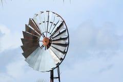 Ländliche Landschaft der Windmühle Lizenzfreie Stockfotografie