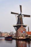 Ländliche Landschaft der Windmühle Lizenzfreies Stockfoto