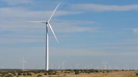 Ländliche Landschaft der Windmühle Lizenzfreie Stockfotos