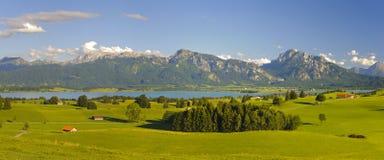 Ländliche Landschaft des Panoramas im Bayern Lizenzfreie Stockfotos