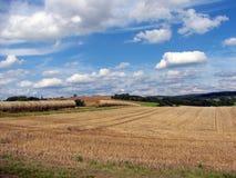 Ländliche Landschaft mit Ballen Heu 5 Stockfotos