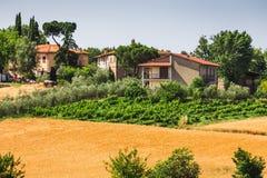 Ländliche Landschaft mit den Häusern, die allein in der Provinz von Tu stehen lizenzfreies stockfoto