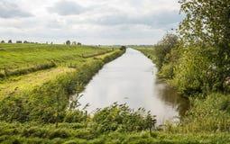 Ländliche Landschaft mit einem kleinen Strom Lizenzfreie Stockfotografie