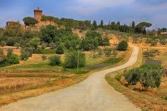 Ländliche Landschaft mit Landstraße, Toskana, Italien Stockbild