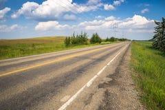 Ländliche Landstraße, Alberta Stockfotos
