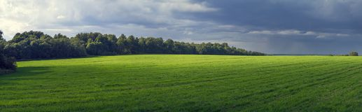 Ländliche panoramische Landschaft mit vor einer Sturmzustand der Natur Lizenzfreies Stockfoto