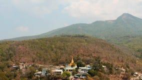 Ländliche Platzansicht Myanmars vom Hyper Versehen Popa-Hügels stock video