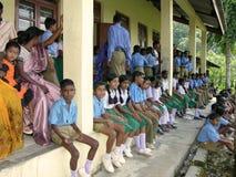 Ländliche Schulkinder stockbilder