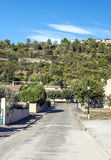 Ländliche Straße in Lagrasse Stockfotos