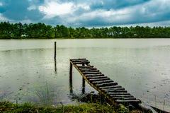 Ländlicher Flusspier Lizenzfreie Stockfotos