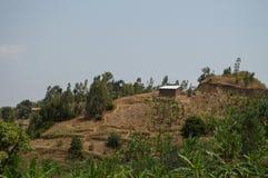 Ländliches Dorf auf einem Hügel, Ruanda Lizenzfreie Stockbilder