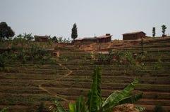 Ländliches Dorf auf einem Hügel, Ruanda Stockfotos