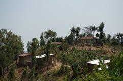 Ländliches Dorf auf einem Hügel, Ruanda Stockfotografie