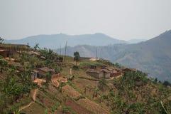 Ländliches Dorf auf einem Hügel, Ruanda Stockbild