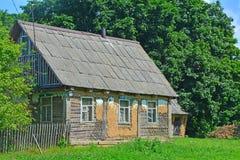 Ländliches Haus im Dorf von Darovoe Lizenzfreies Stockbild