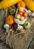 Ländliches Stillleben mit Gemüse Stockfoto