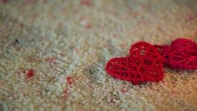 Längd i fot räknat av hjärtagarnering och stearinljusbränningen på sand vektor för valentin för pardagillustration älska