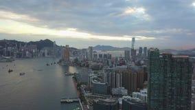 längd i fot räknat 4K av den Hong Kong och Kowloon staden från himmel stock video