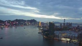 längd i fot räknat 4K av den Hong Kong och Kowloon staden från himmel lager videofilmer